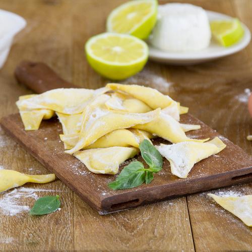 Ravioli ricotta e limone fatti a mano
