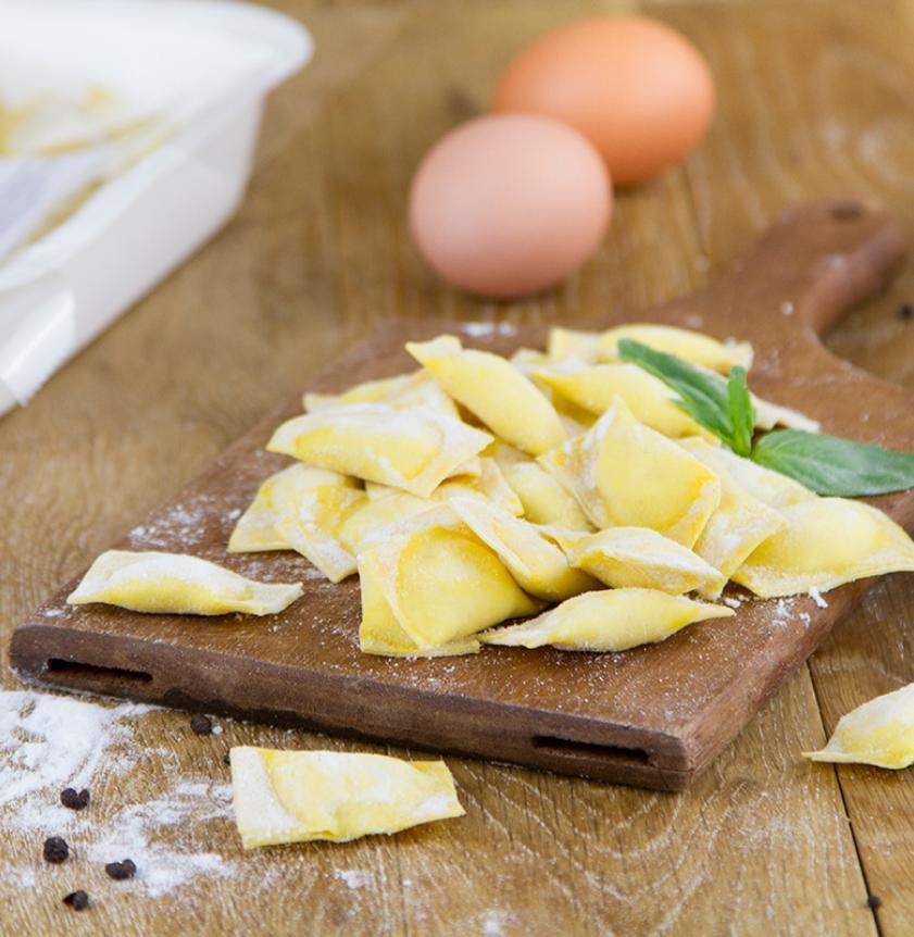 Ravioli cacio e pepe fatti a mano